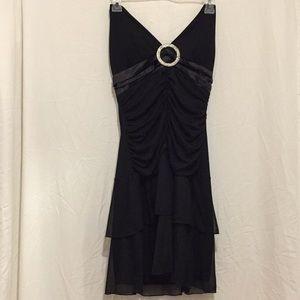Taboo Large sleeveless tie around neck black dress
